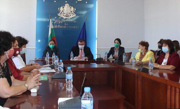 Здравният министър ще предложи организациите на специалистите по здравни грижи да участват в НРД