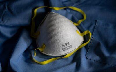 Повече от една маска да се носи, препоръчва Центърът по контрол на заболяванията на САЩ