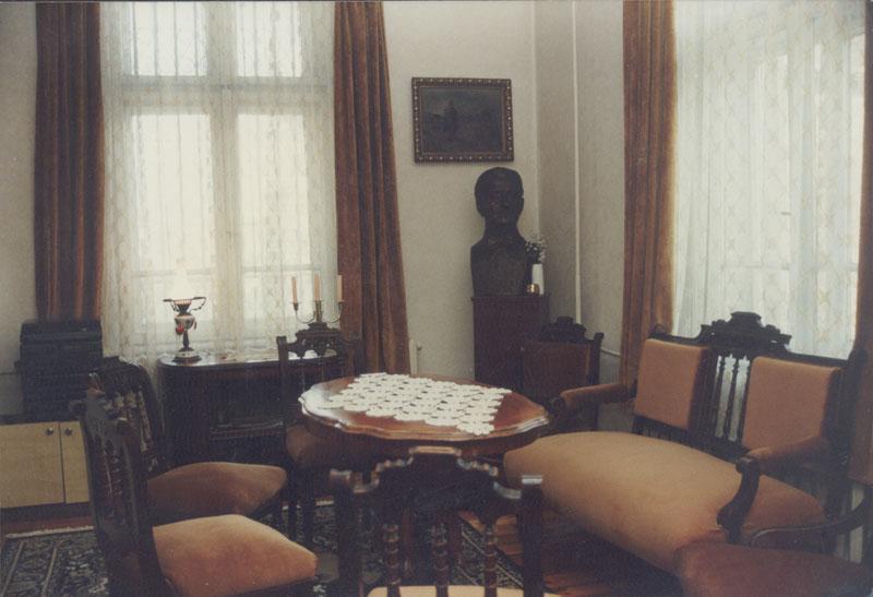 В дома на д-р Елмазов автентичността на мебелите и обстановката са напълно запазени