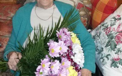 Д-р Надежда Дринова-Игнатова, дългогодишна зъболекарка, днес има юбилей, 95 години. Споделено във фейсбук от д-р Теменуга Игнатова-Станкова
