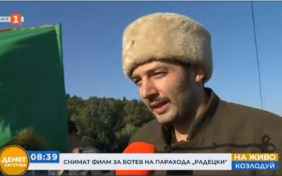 В игралният филм за Христо Ботев д-р Петър Чаушев е знаменосец на Ботевата чета